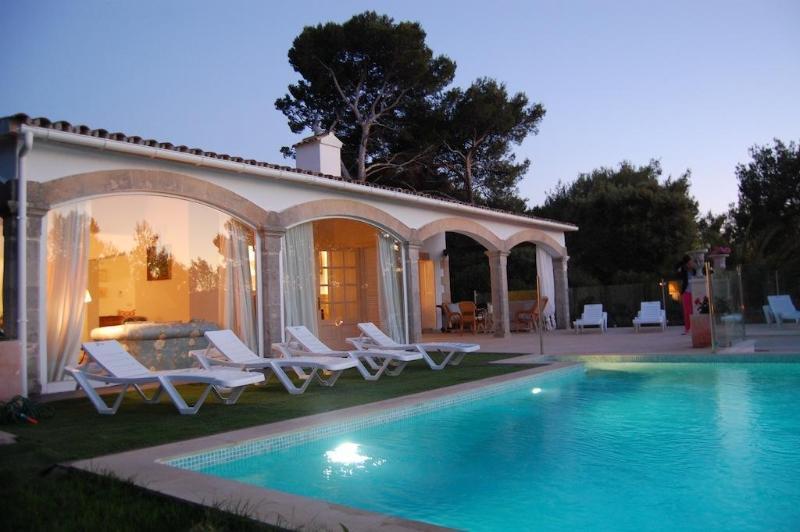 Beautiful villa with private pool and close beach - Image 1 - Puerto de Alcudia - rentals