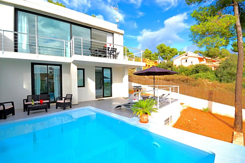 Luxury villa with sea views, private pool, WLAN - Image 1 - Puerto de Alcudia - rentals