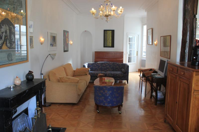 The living room - Heart of Paris Vacation Rental Near Bistros and Markets - Paris - rentals