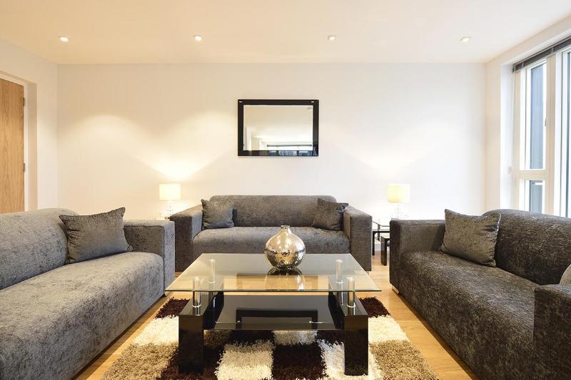 The Spitalfields 3 Bedroom 2 Bathroom Apartment - Image 1 - Islington - rentals