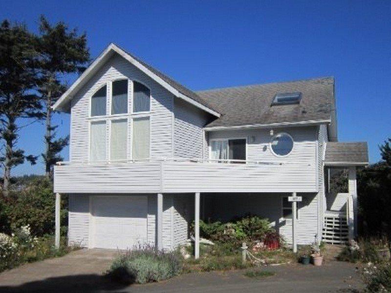 Berry Nice Beach House  - BERRY NICE BEACH HOUSE - Seal Rock - Seal Rock - rentals