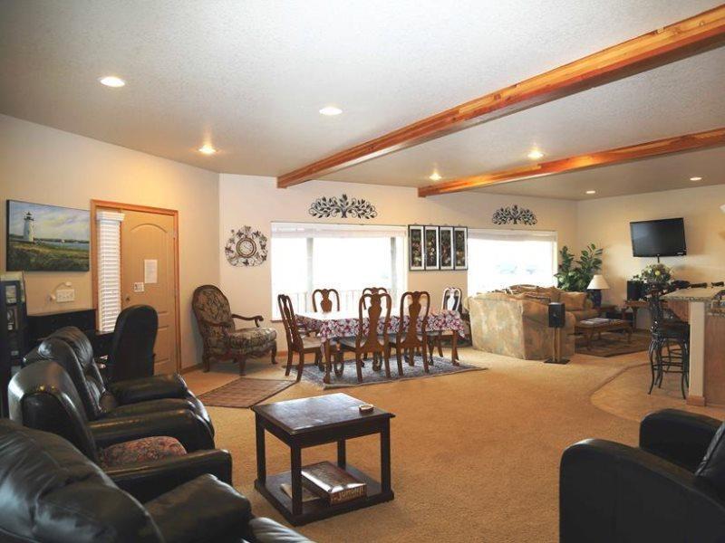 Ocean Way - Main Level - Dining room, Living room - Flat Screen TV - OCEAN WAY - Lincoln City - Lincoln City - rentals