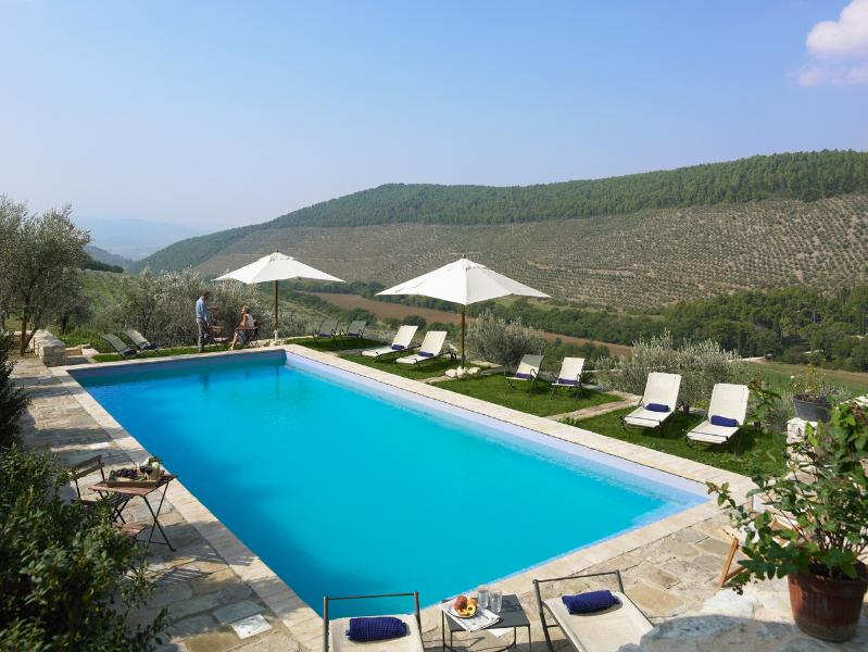 a pool with a superb view - Pianciano-Casa della Roccia- Ancient hamlet  with incredibly beautiful surroundings - Spoleto - rentals