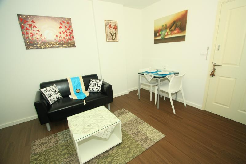 Stay at center of Hua Hin, Baan KooKiang RFH000437 - Image 1 - Hua Hin - rentals