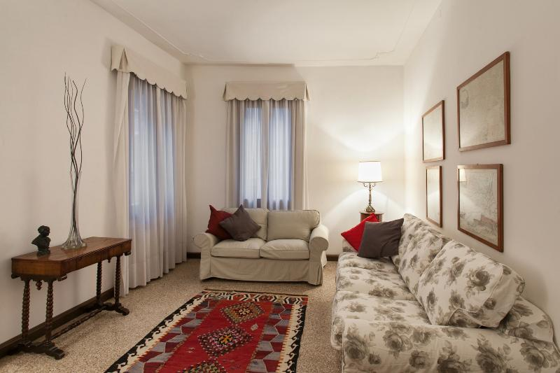Apartment Sant'Angelo, 2 steps from St. Mark Square - Image 1 - Venice - rentals