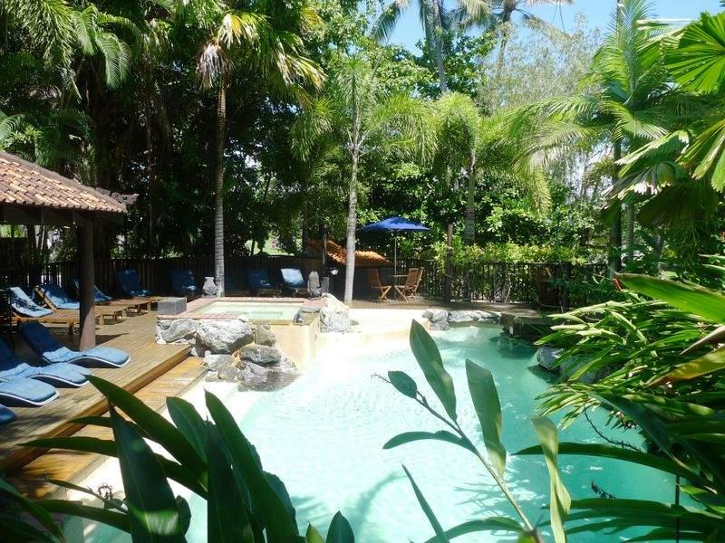 Hibiscus 10 ~ Short Stroll to town & Beach - Image 1 - Port Douglas - rentals