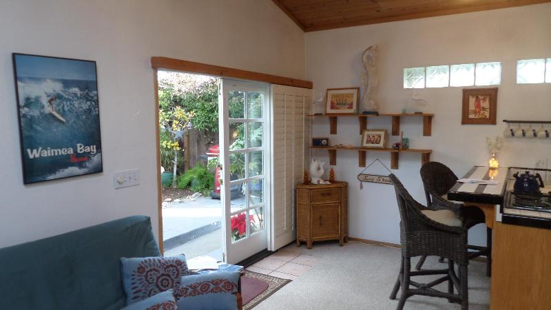 Lots os sunlight and fresh ocean air! - Cute & Cozy Pleasure Point Cottage - Santa Cruz - rentals