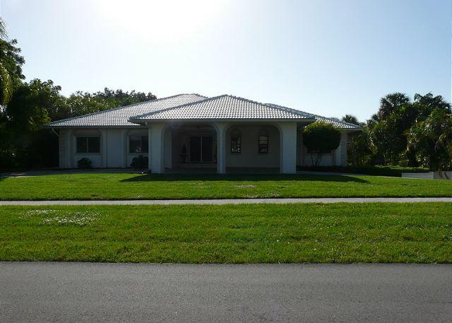 Enormous Pool-Privacy-3 Master Suites(4+/4) Air Hockey - Image 1 - Marco Island - rentals