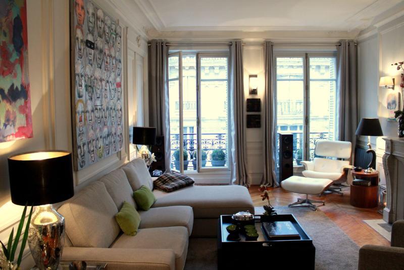 Designer Haussmann 1 bedroom apartment - Image 1 - Paris - rentals