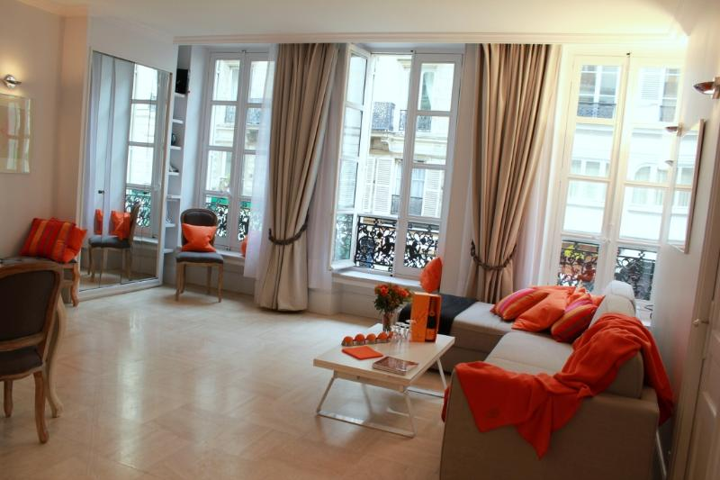 Marais Magnifient - 2 bedroom apartment - Image 1 - Paris - rentals
