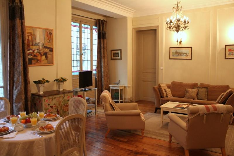 Paris Opera - 2 bedroom apartment - Image 1 - Paris - rentals