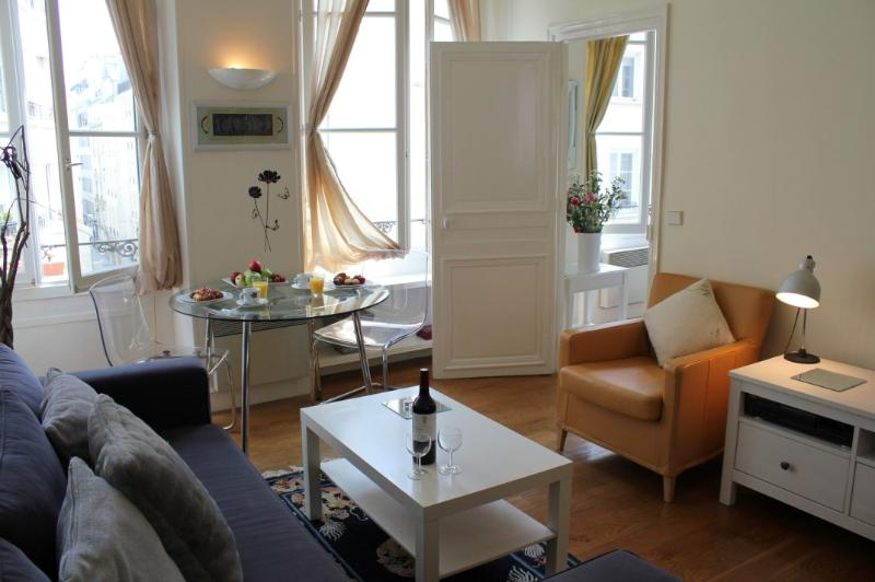 Montorgueil Market - Adorable 1 bedroom apartment - Image 1 - Paris - rentals