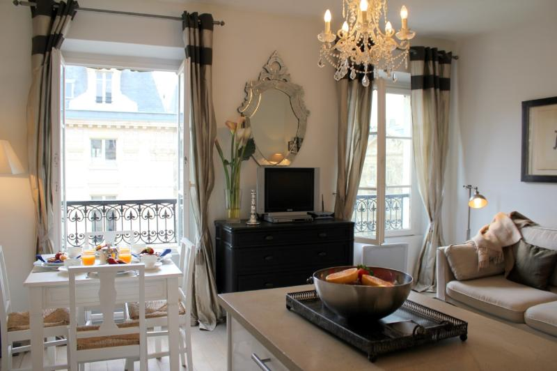 Living room - Marais Market - Chic Hotel de Ville 1 bedroom apartment - Paris - rentals