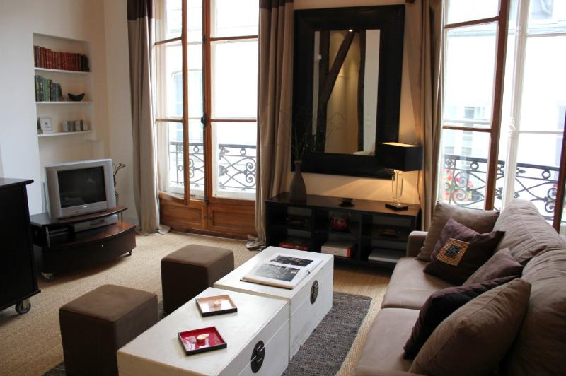 Inviting Marais Central -1 bedroom apartment - Image 1 - Paris - rentals
