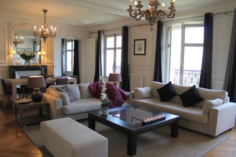 Monceau Majestic - Grand Etoile 1 bedroom apartment - Image 1 - Paris - rentals