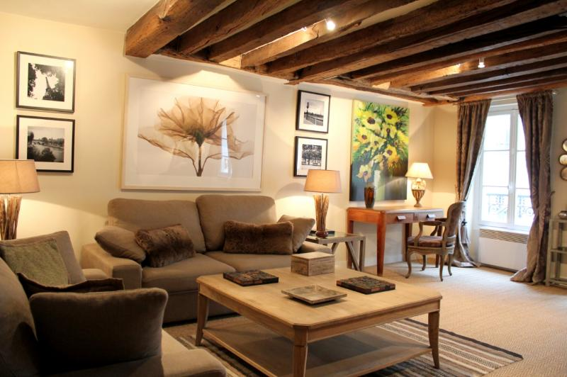 Living room - Marais Excellence - Refined rue des Rosiers 2 bedroom apartment - Paris - rentals