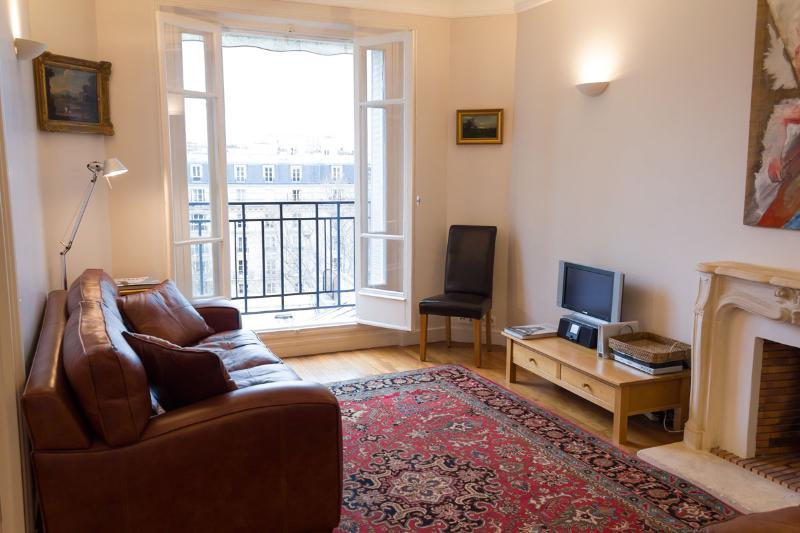 Paris View-  Eiffel Tower 1 bedroom apartment - Image 1 - Paris - rentals