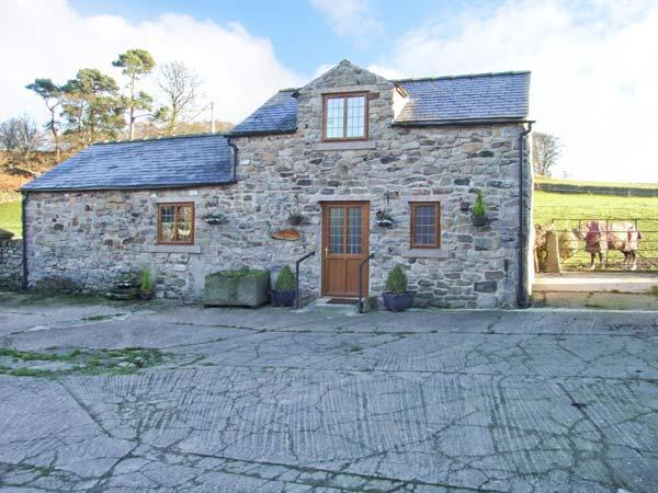 FLETCHERS BARN, wet room, WiFi, woodburner, flexible sleeping accommodation, country views, Ref. 29638 - Image 1 - Wirksworth - rentals
