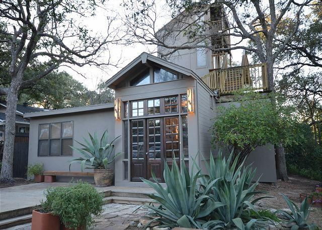 Backyard - 5BR Indoor/Outdoor Multi-Story Haven Overlooking Zilker Park! - Austin - rentals
