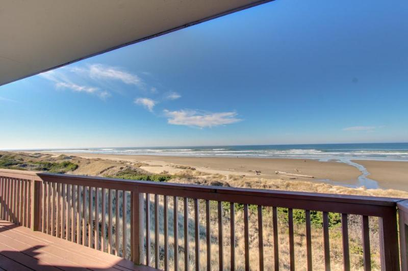 Lovely oceanfront home w/ stunning views, a solarium, & all the home essentials - Image 1 - Florence - rentals