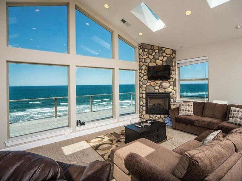 Pacific Breeze - Upper Level - Main Living Room - PACIFIC BREEZE - Lincoln City - Lincoln City - rentals