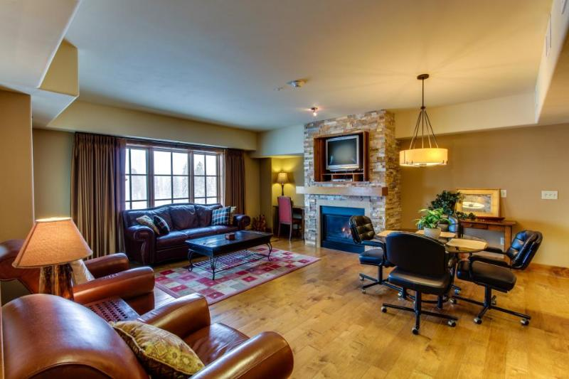 Well-decorated Tamarack ski condo with beautiful lake views - Image 1 - Donnelly - rentals