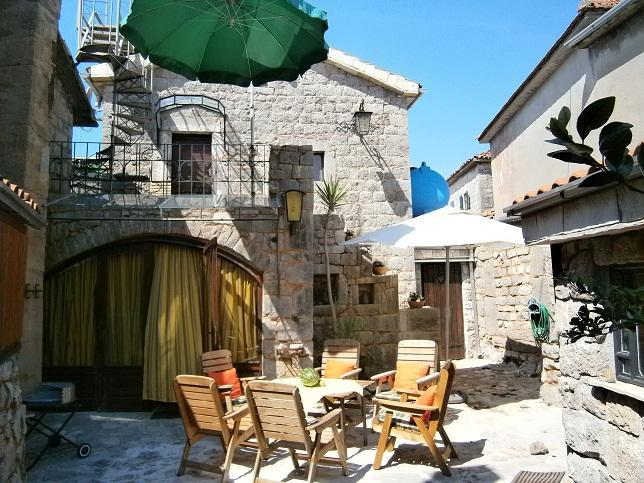Inner Courtyard - RuralOld stonehouse in the middle of small village - Krasici - rentals
