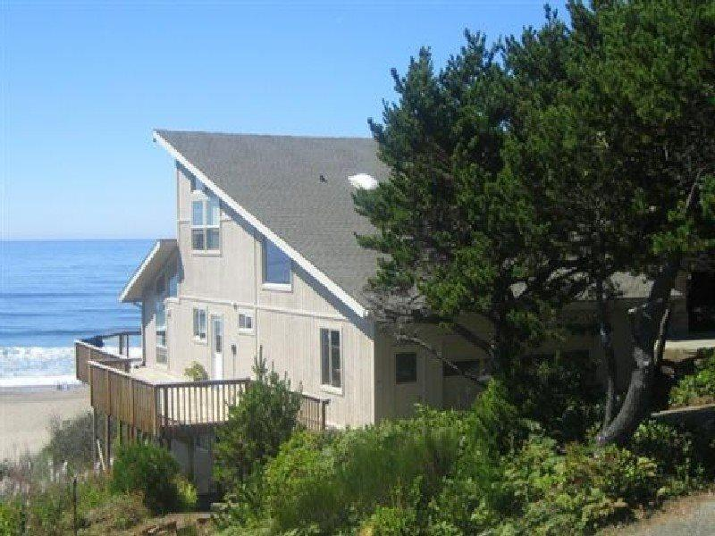 Annas Beach House -  Street View - ANNAS BEACH HOUSE - Lincoln Beach, Depoe Bay - Depoe Bay - rentals