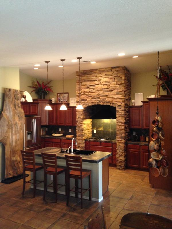 Kitchen - Spring Special Rates! - Phoenix - rentals