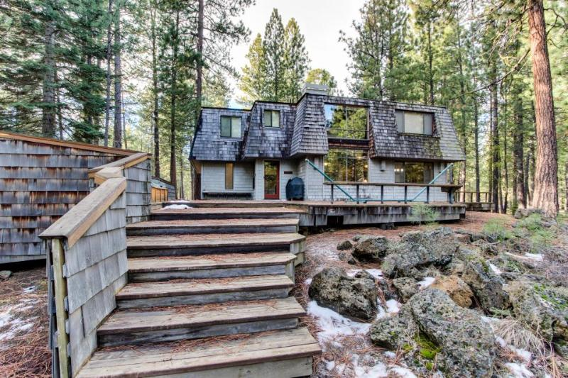 Black Butte Ranch Golf Home with Hot Tub - Image 1 - Black Butte Ranch - rentals