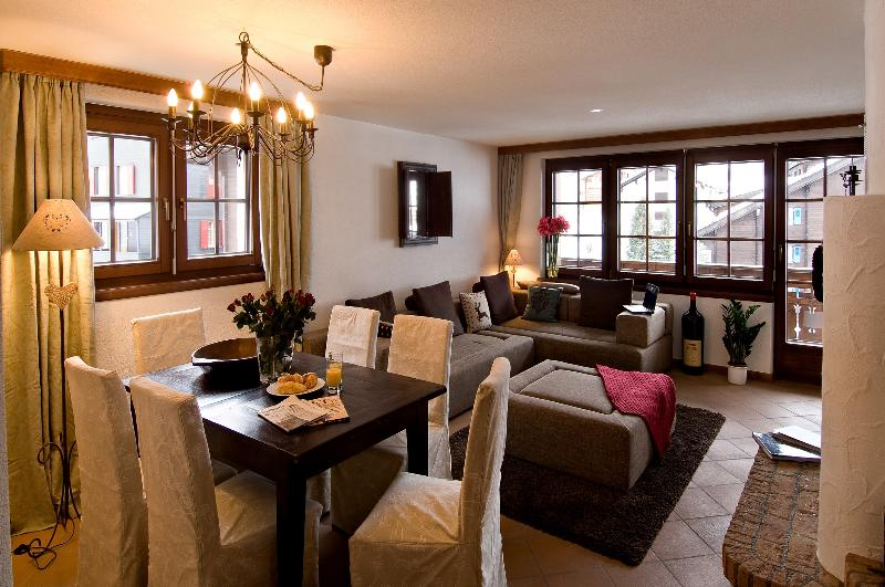 Dining area in living room - Chalet Venus - close to Sunnegga lift base station - Zermatt - rentals