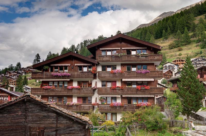 Summer - large south facing balcony with Matterhorn views - Chalet Venus Mountain Exposure Zermatt  - close to Sunnegga lift base station - Zermatt - rentals