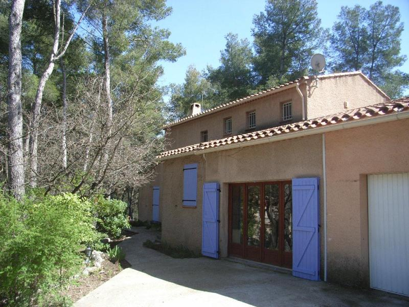 The Reading Nook - Ideally located Provence family home with pool - Fuveau - rentals