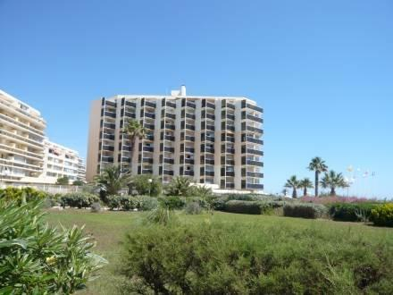 Le Beach ~ RA26899 - Image 1 - Canet-Plage - rentals