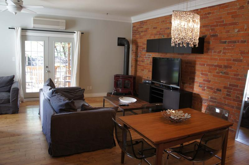 Modern Suite In Large Victorian  Little Italy - Image 1 - Toronto - rentals