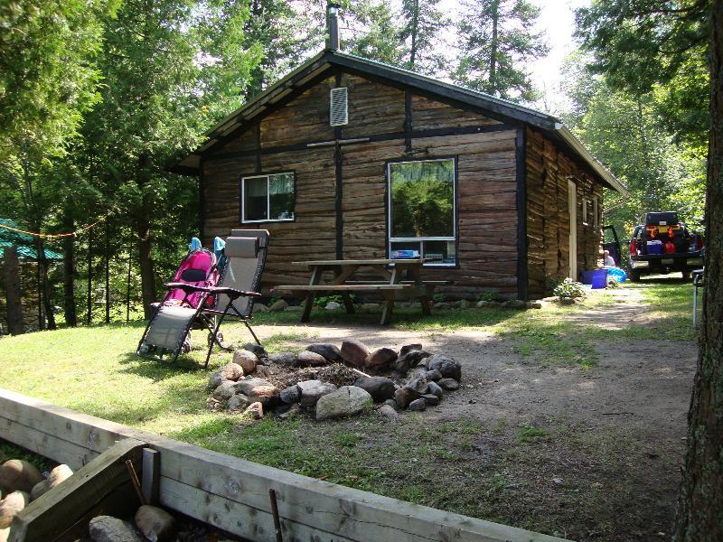 Front - Beachview- Waters edge cottage - Commanda - rentals