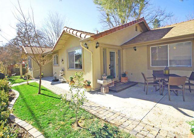 Colorful, Charming, Cozy, Just Steps to Downtown Fun - Image 1 - Paso Robles - rentals