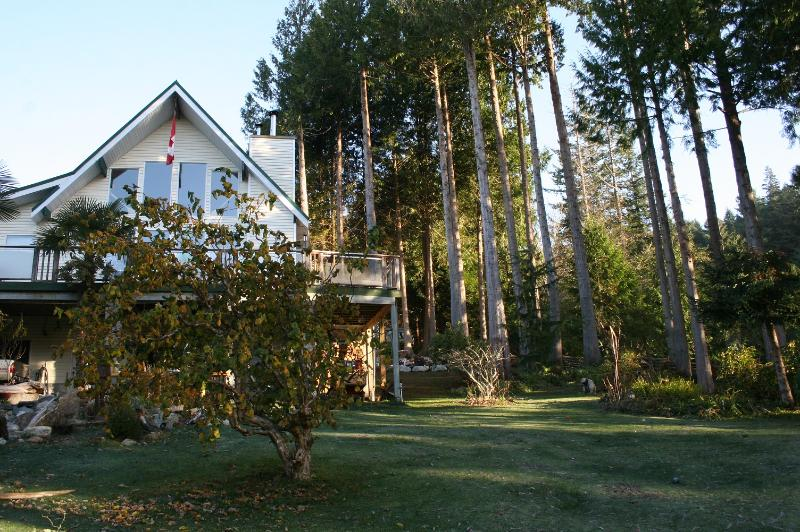 A Peaceful Retreat at the Edge of the Forest - Image 1 - Gibsons - rentals