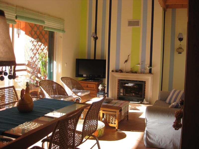CHARMING BEACH APARTMENT IN GOLF RESORT AT 30 MINUTES FROM LISBON - Image 1 - Charneca da Caparica - rentals