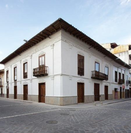 Colonial building near Parque Calderón - Modern Apartment in Colonial Cuenca - Cuenca - rentals