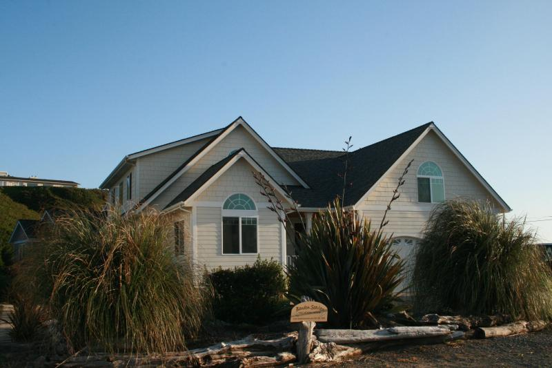 Front street side - Bandon Sea View vacation home - Bandon - rentals