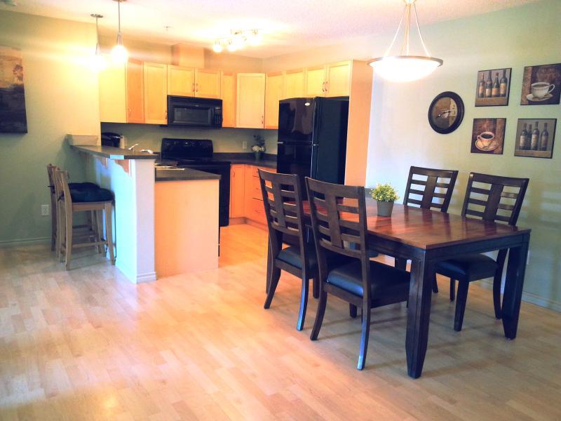 Fully equipped kitchen - Corporate Monthly*SW Edmonton*2Bd 2Bth UnderGrPrkg - Edmonton - rentals