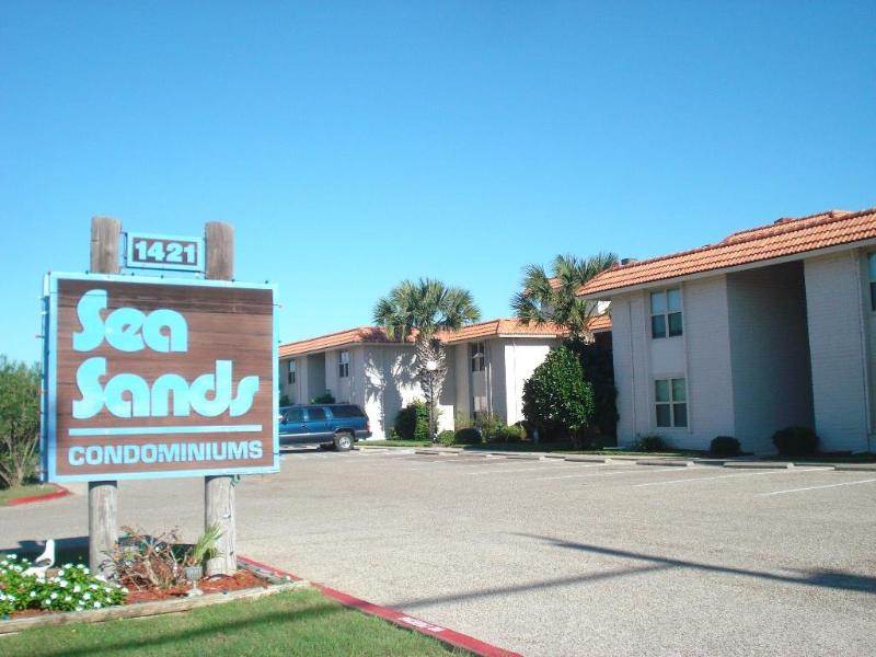 Tropical Haven, swimming pool and walkway to beach - Image 1 - Port Aransas - rentals