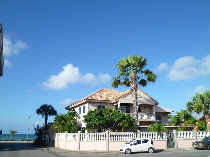 Le Chateau Ocean Villas - across from Ocean Walking Distance to Everything - Oranjestad - rentals