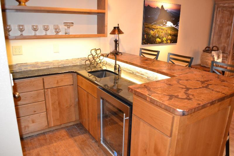 Wet bar and sink area - 3bdrm spacious condo,spectacular fall leaves await - Durango - rentals