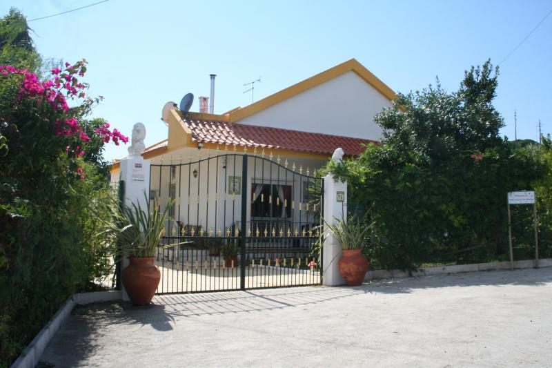 Villa with Private Pool in Pouso Da Abelha, near Lisbon, Azambuja - Image 1 - Azambuja - rentals