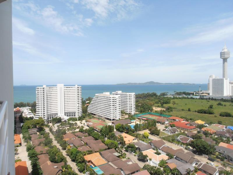 Patio/Balcony oceanview - Pattaya Thailand Beautiful Studio Condo with Ocean - Sattahip - rentals