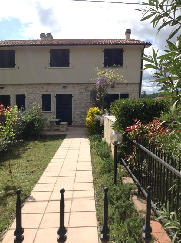 Main entrance with garden - Wisteria Apartment with Fantastic Views in Manciano - Saturnia - rentals