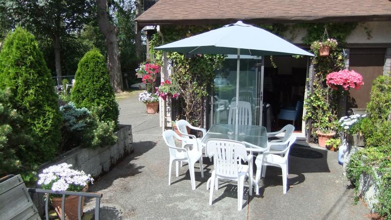 patio with BBQ - AllBay Guest House  A Vacation Paradise  in Sidney - Sidney - rentals