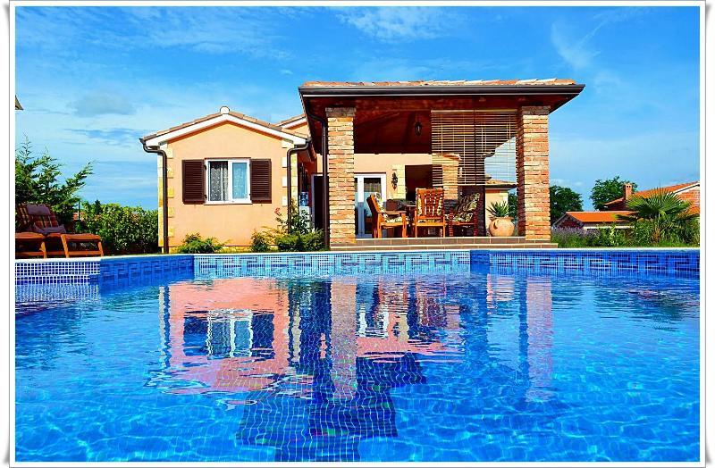 4 **** Villa with swimming pool near Porec, Istria - Image 1 - Kastelir - rentals